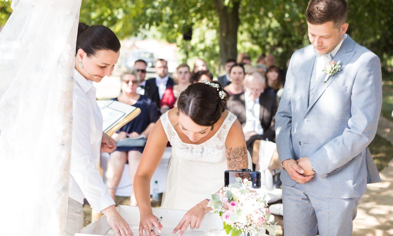 Hochzeitsrednerin Doreen Werding - Das Urkundenritual