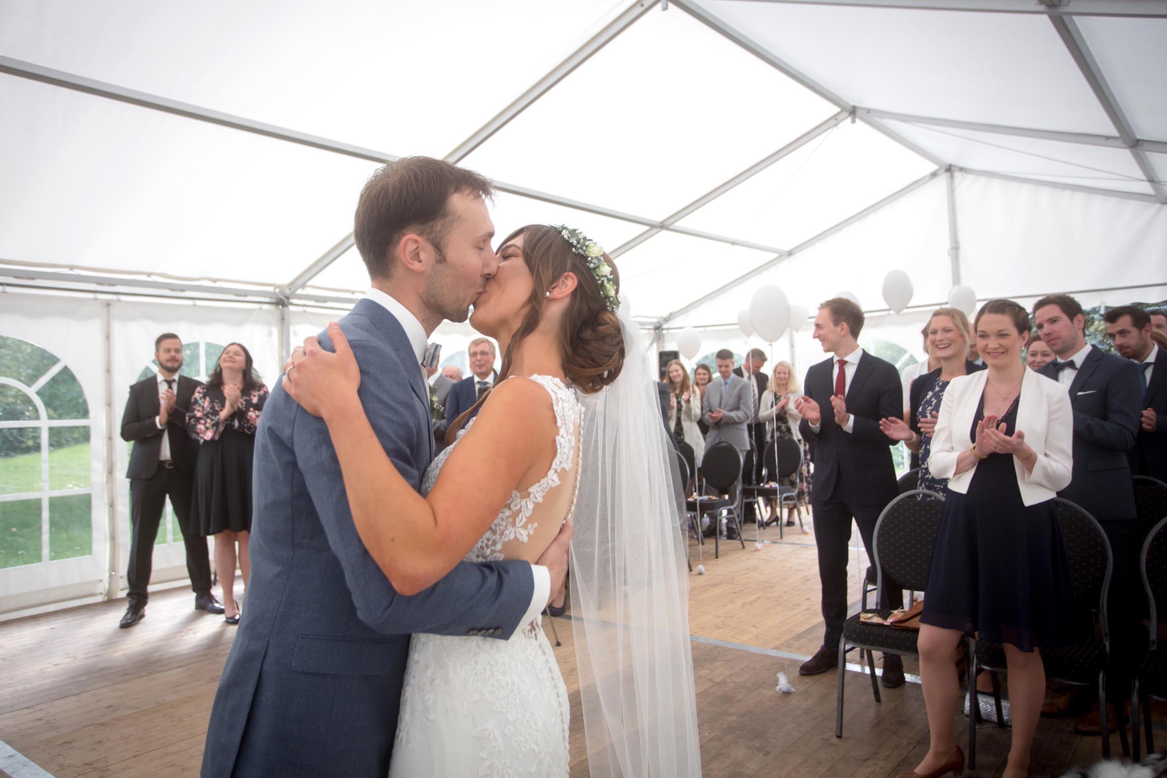 Hochzeitsrednerin Doreen Werding - Der offizielle Kuss